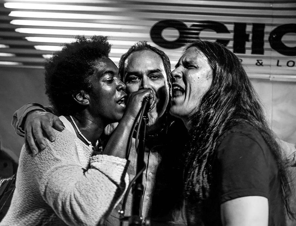 Yusa, Pável Urquiza y Boris Larramendi, concierto de Pável Urkiza en Ocho Live, 17 de noviembre de 2017. Foto: Miri Páez.