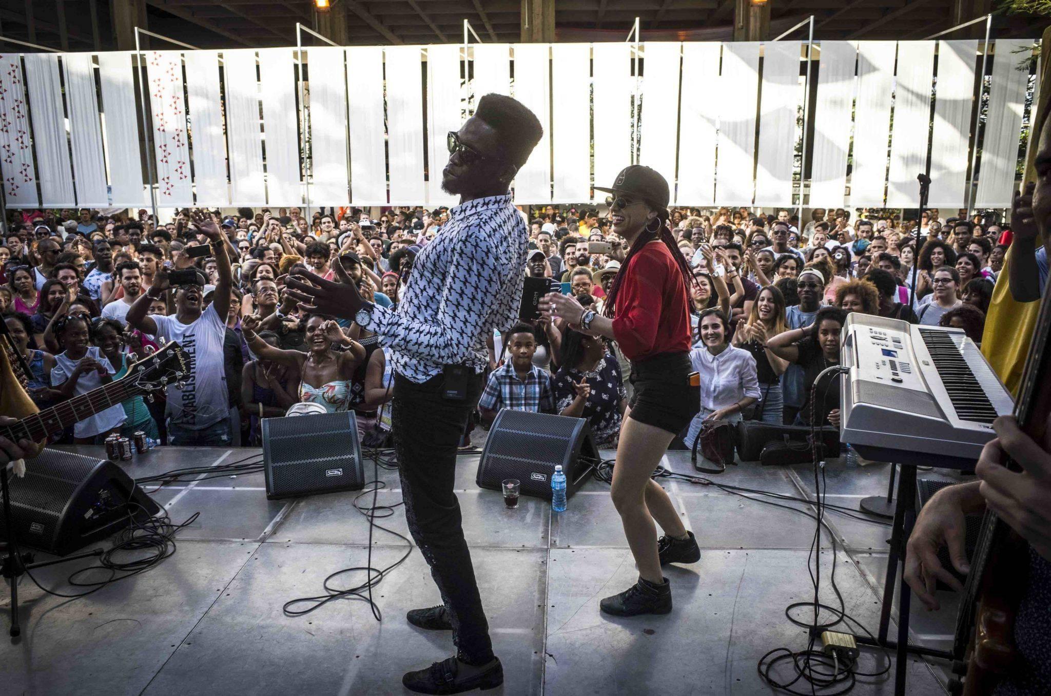 Concierto de Cimafunk en el Pabellón Cuba, La Habana. Foto: Marie Aureille.