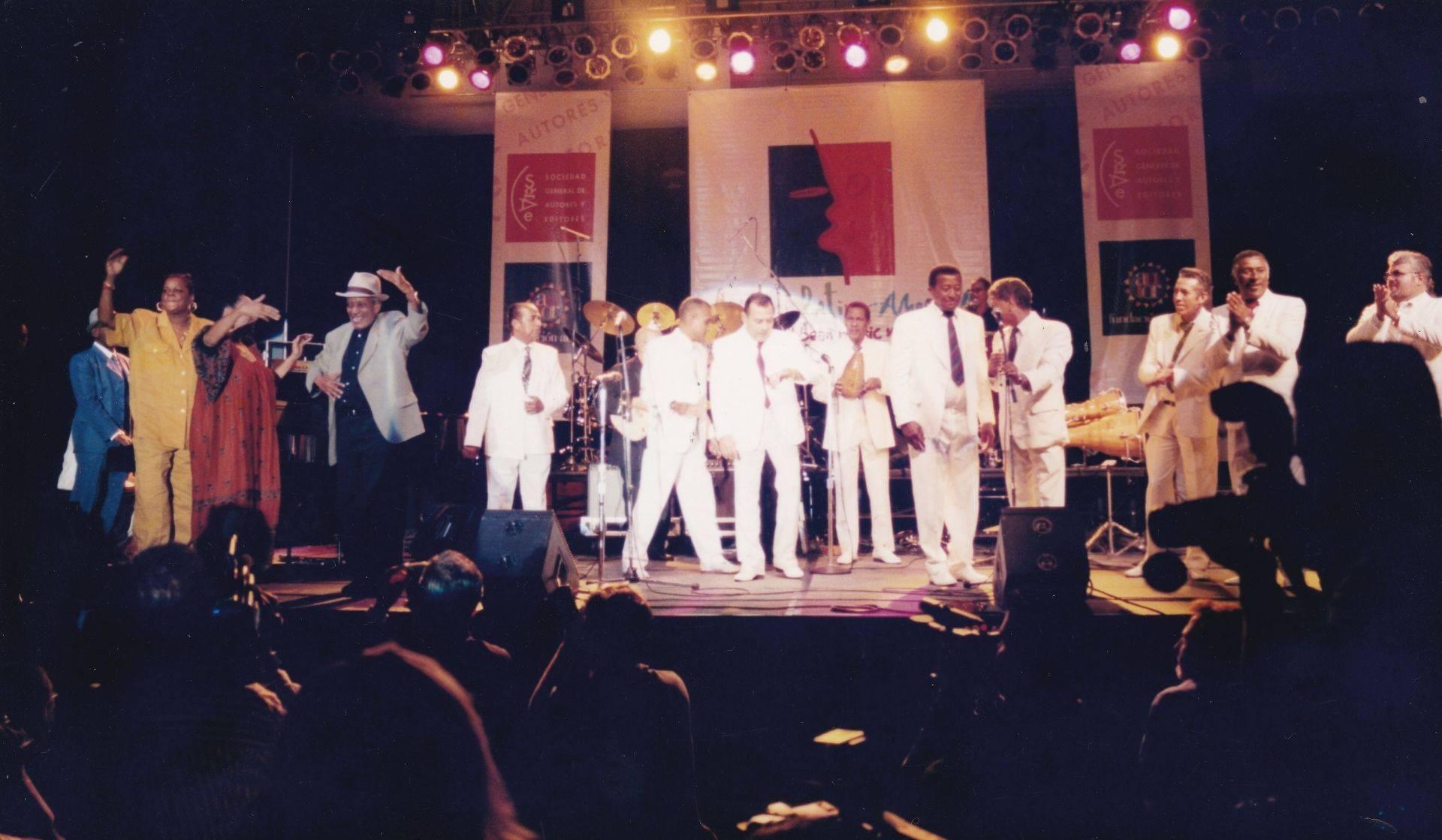 Omara Portuondo, Compay Segundo y otros músicos cubanos en el mercado Midem Latino. Foto: Paco Manzano.
