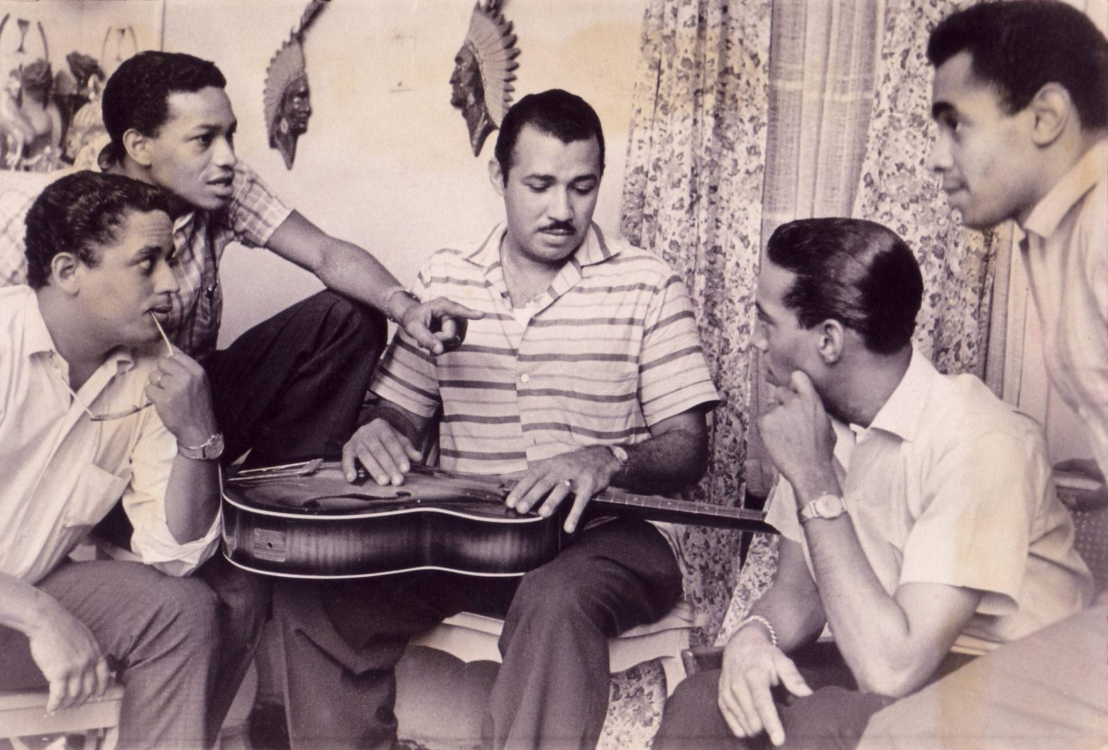Manuel Galbán junto a Los Zafiros. Foto: Archivo Manuel Galbán