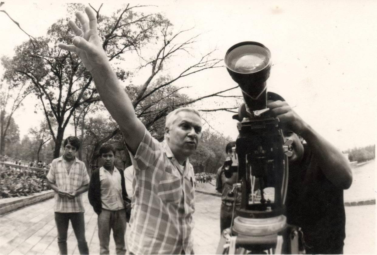 Santiago Álvarez en un rodaje. Foto: Archivo Oficina Santiago Álvarez.