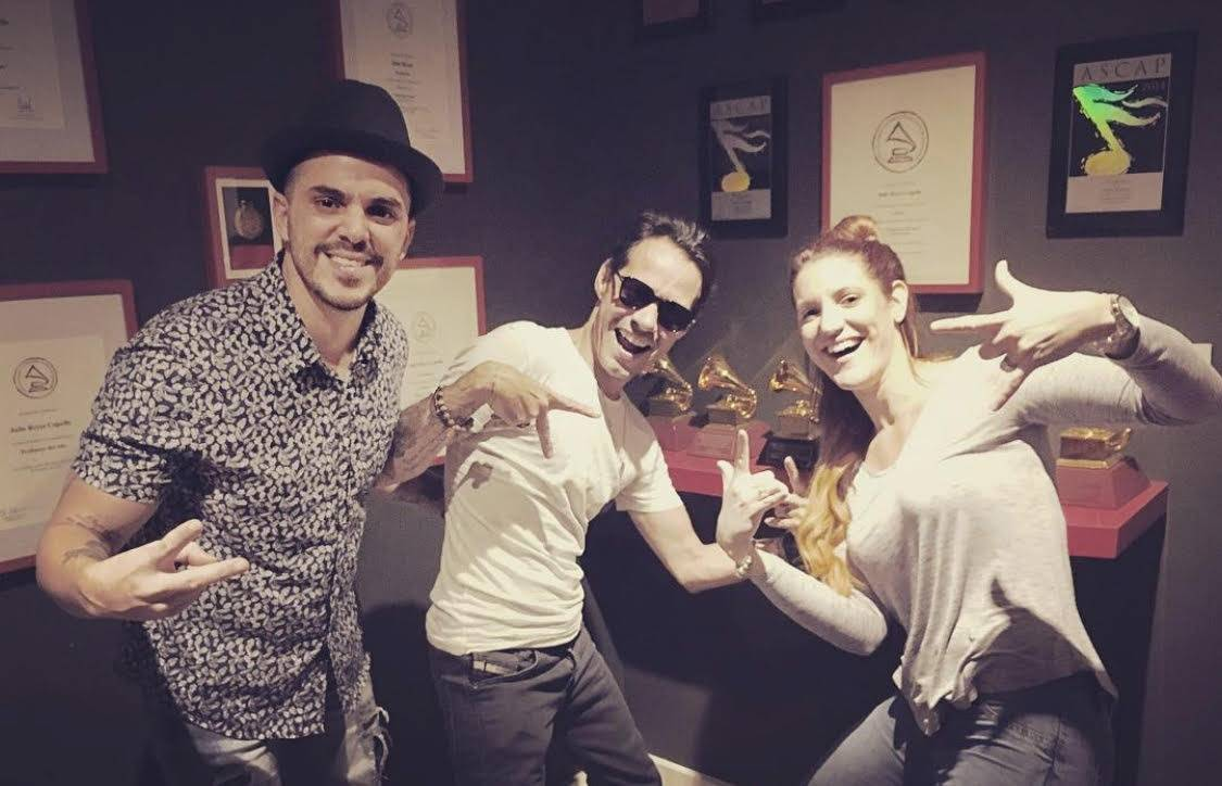 Pututi junto a Marc Anthony y Beatriz César. Foto: Cortesía del entrevistado.